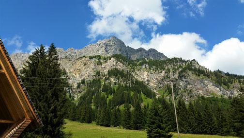 Ein Genuss ist die zweifelsohne Bergwelt ringsum...
