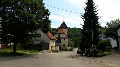 Blick auf das Kirchlein in Auendorf...