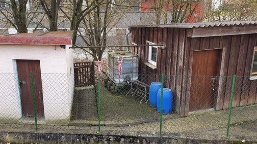 Was hängt denn da zwischen den beiden Hütten...