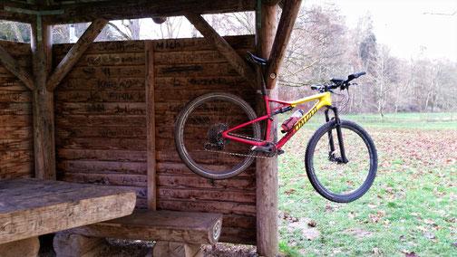 Während ich ne kleine Pause mache, darf mein Bike die Gegend anschauen...