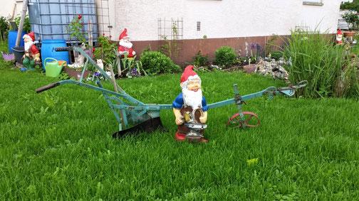 Hier wird die Gartenarbeit von Zwergen erledigt...