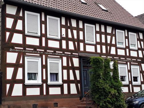 In Fronhausen gibts viele und schöne Fachwerkhäuser...