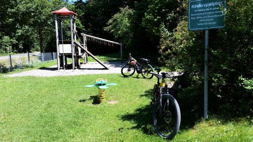 Der Spielplatz in Treffelhausen lädt zu einer kleinen Pause ein...