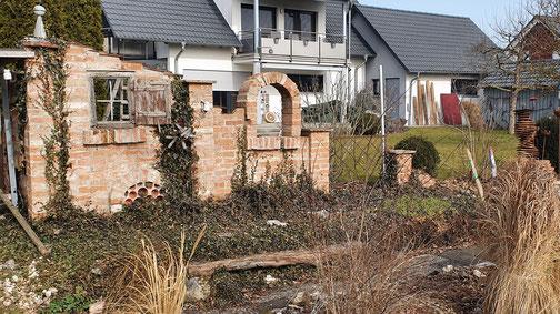 Die Gartenmauer hat etwas... gefällt mir...