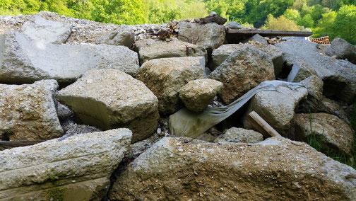 Viel Steine wo früher eine Straße war...