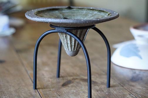 仲本律子 R工房 女性陶芸家 粉引作品 土鍋作品 ブログ 土鍋の蓋の穴開け 鉄脚花器
