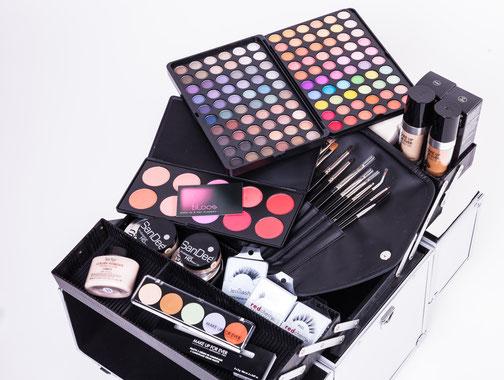 make up artist b l o o s make up hair academy. Black Bedroom Furniture Sets. Home Design Ideas