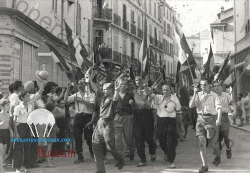 défilé de la libération de Cannes. Alpes maritimes. Archives de la ville.
