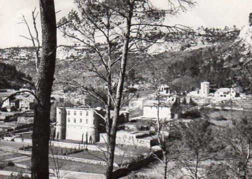 Vue de l'Est du village depuis le chemin qui monte au terrain de parachutage.