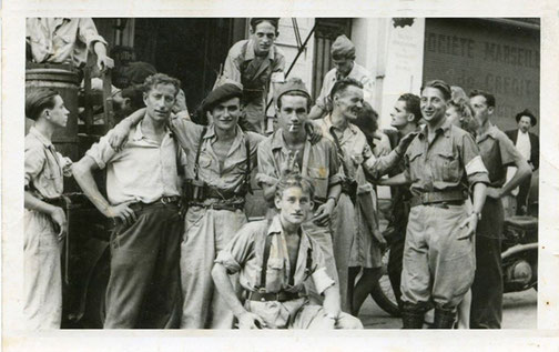 Membres du Maquis VALLIER, à la libération de Hyeres, Août 1944. Vallier est coté droit de profil au second plan.