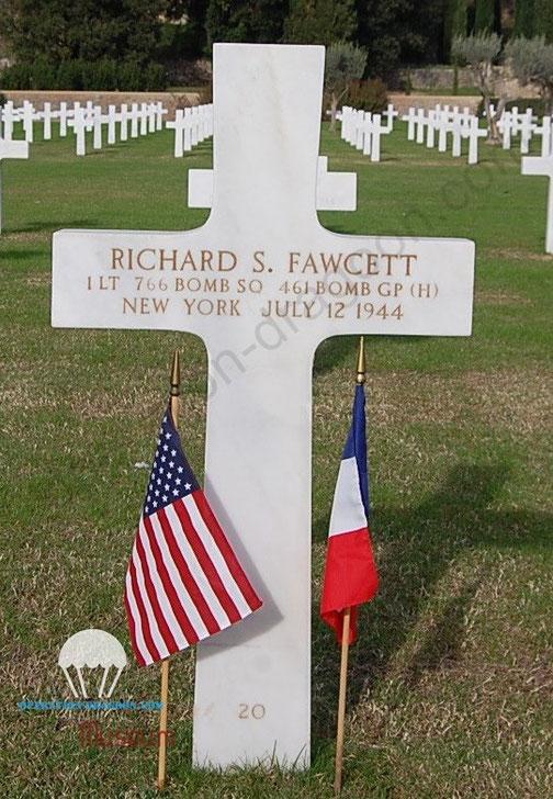 Tombe du commandant de vol le 1er lieutenant FAWCETT au cimetière de Draguignan.