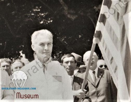 Bill NICKERSON, sur la place des Arcs le jour ou il fut déclaré citoyen d'honneur de la ville. 1971