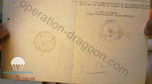 Document signé de la main de Camille RAYON, avec le tampon de la S.A.P.  nous avons découvert que le papier imprimé à Londres porte en transparence la Croix de Lorraine de la France Libre.