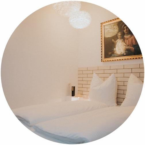 Übernachten im Himmelreich Hotelzimmer Projekt Gastraum Illertissen Themenzimmer