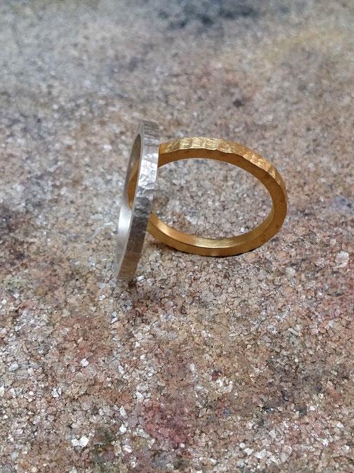 zarter Ring, gehämmert, Strukturring, handmade in Düsseldorf, minimalistisches Design, Schmuckdesign Deutschland