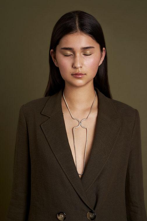 Kette Silber , Schlangenkette, Magnetverschluss, Schmuckdesignerin Düsseldorf, Designerin Maren Düsel Jewellery, minimalistisches Design, handgefertigter schmuck