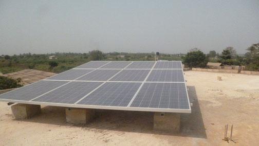 Die Solaranlage versorgt das Kulturhaus und die Klassenzimmer mit Strom
