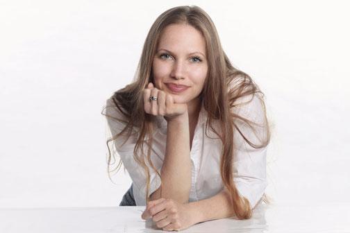 Yvonne Beerenbrock, M.A. , HP, Gesundheitspädagogin (2. Staatsexamen), Yogalehrerin (>18 Jahre Übungspraxis))