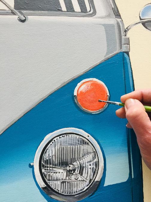 Detailarbeit am Leinwandbild Volkswagen T1
