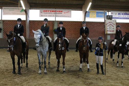 Die Mannschaft des RVO: Caroline Deerberg, Lisa Richter, Isabel Bernhardt und Mietje Weichelt. Vorgestellt wurde die Mannschaft von Pia Heuer.