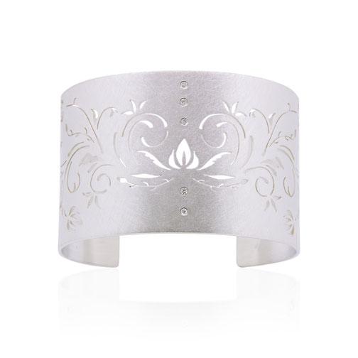 white-rose-ornament-armspange-armschmuck-diamanten-silber-goldschmiede-atelier-herzog-pauline