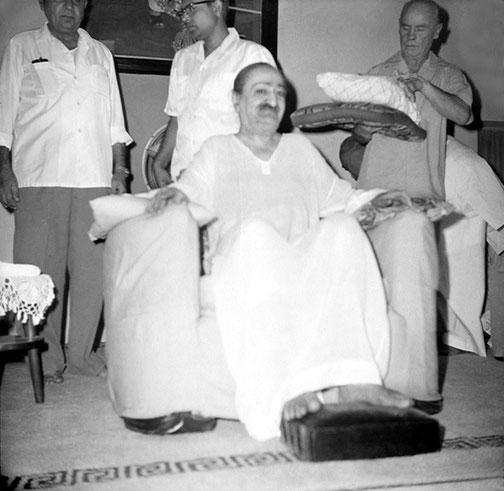 Poona : ( L-R ) Adi K. Irani, Bhau Kalchuri, Francis Brabazon standing behind Meher Baba. Courtesy of the Sriramamoorthy Collection @ AMBCCPT, INDIA