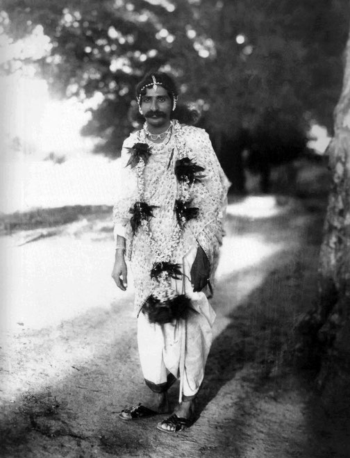 1928 : Meher Baba as Lord Rama in Toka, India. LM 1085