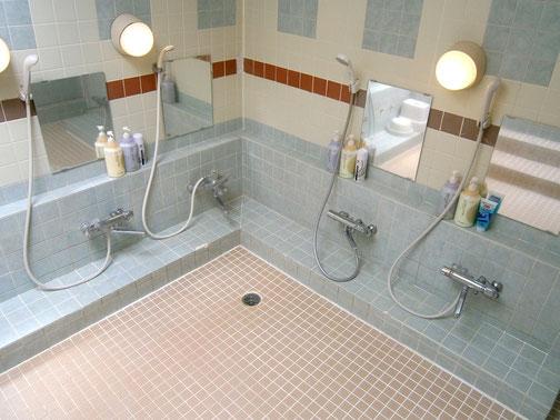 大浴場 カラン・シャワー