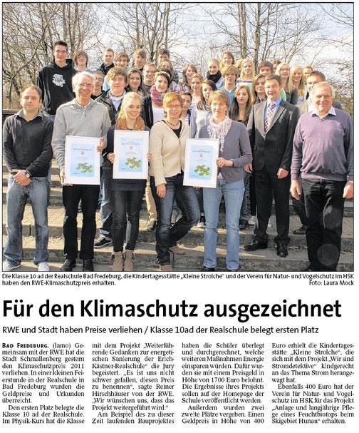 WAZ, 06.03.2012: Verantwortlicher des 10ad-Physikkurses Oliver Gesierich (unten links)