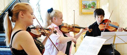 Katinka Korkeala, Sonja Korkeala, Wen Xiao Zheng (Kimito 2010)