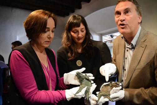 La conseillère pour le patrimoine historique Begoña Floria, le restaurateur Pau Arroyo et l'archéologue Judit Ciurana. Crédit : Cedida, Mauri Fernandez