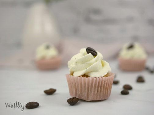 Kaffee Cupcakes mit Sahnehaube