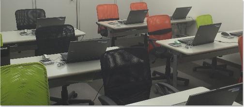 16名収容の教室です。