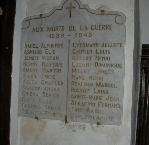Plaque de l'église de Aups, une autre plaque figure sur le monument aux morts de la ville.