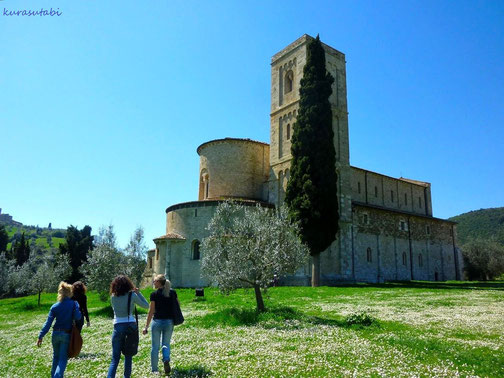 トスカーナ修道院めぐり サンタアンティモ修道院