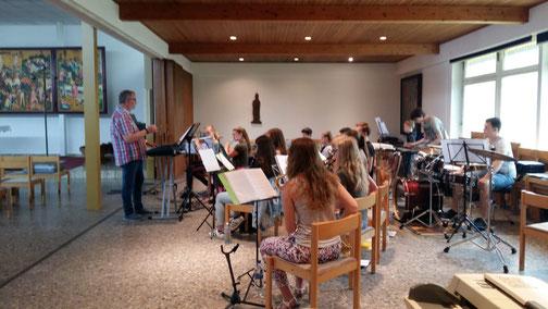 Bei der Generalprobe bereitete Dirigent Axel Dunker die Jungmusiker des Musikvereins Altenrheine intensiv auf ihr Highlight des Jahres am 16. Juni vor.