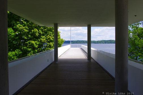 Steg über dem See