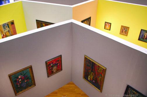 Blick von oben in die Ausstellung im Buchheim-Museum
