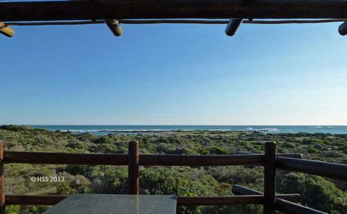Terrasse mit Möbeln, Grill und Ausblick (im Agulhas Nationalpark)