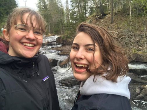 Claire und Antonia unterwegs in der Natur rund um Oslo