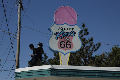 "Sign of ""Rich & Creamy"" on Route 66 in Joliet"
