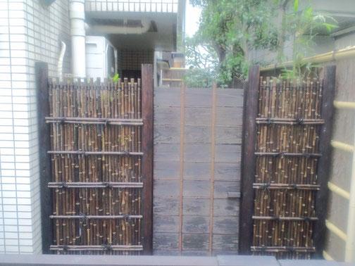 黒竹垣両袖垣