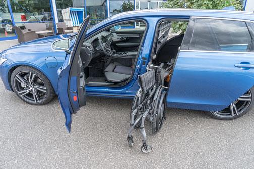behindertengerechter Volvo V90 Plug-in Hybrid, MFD, Handgerät, Ladeboy S2 Maximum, Sodermanns