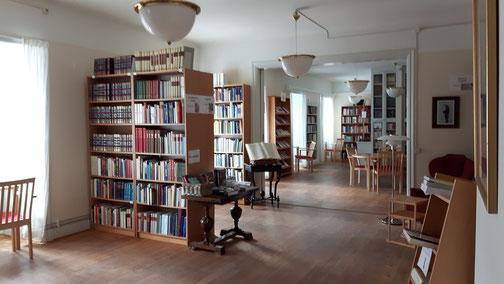 die leere Bibliothek des Newman Instituts