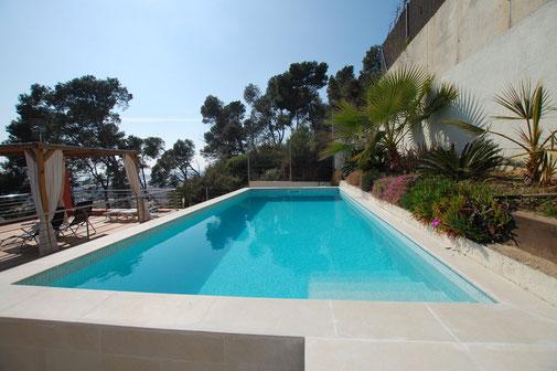Belle villa de vacances à louer pour les vacances à santa Susanna près de Blanes. Belles maisons à louer.