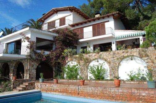 Louer une maison avec piscine privée pour de les vacances sur la costa Brava avec l'agence immobilière ab-villa