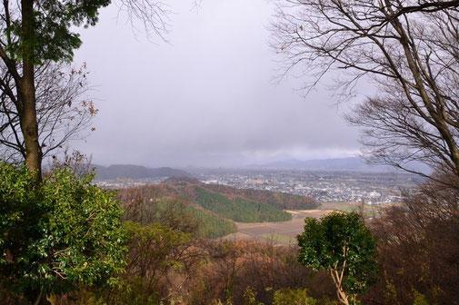 福井独特の冬の空もよう (市内方面の展望)