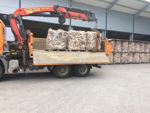 Lieferung von Brennholz