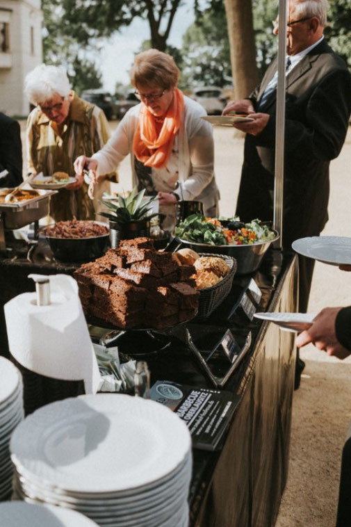 Smoker Barbecue, Grützner Rammenau, Grillcatering Kamenz, Broilerwagen mieten Catering, Hähnchengrill Catering Dresden