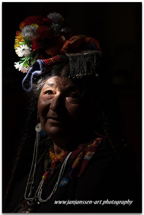 drokpa tribe woman brokpa traditional clothing culture